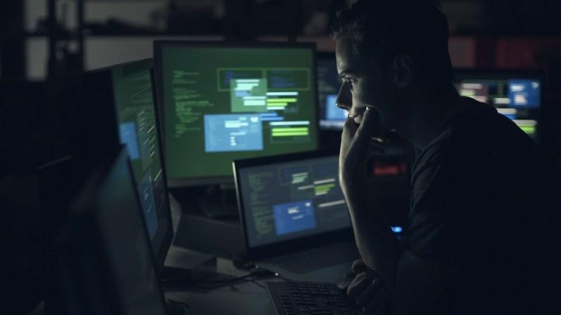 Espionaje online: Cómo sucede sin ser percibido y cómo evitarlo - espionaje-online-800x450