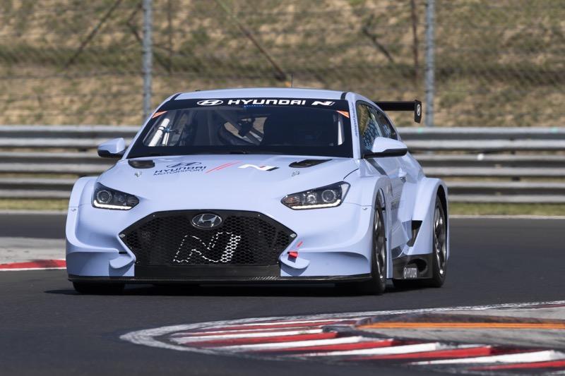 Hyundai Motorsport comienza a realizar pruebas con Veloster N ETCR - veloster-n-etcr-05-800x533