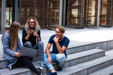 Globant lanza convocatoria para Code your Future programa para jóvenes interesados en estudiar carreras de tecnología