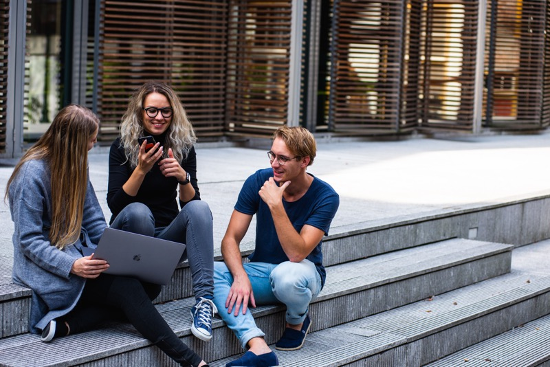Globant lanza convocatoria para Code your Future programa para jóvenes interesados en estudiar carreras de tecnología - becas-code-your-future
