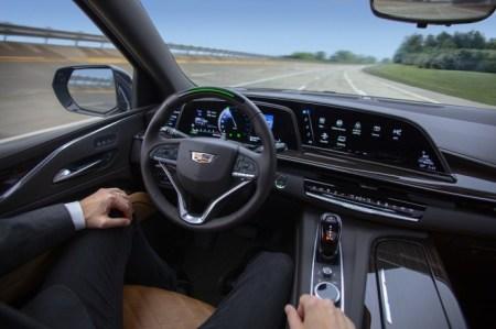 LG presenta la primera cabina con tecnología OLED para la industria automotriz