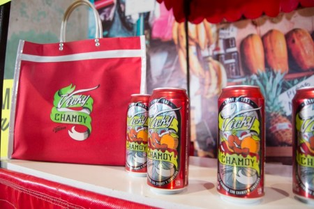 Cerveza Victoria lanza la nueva Vicky Chamoy