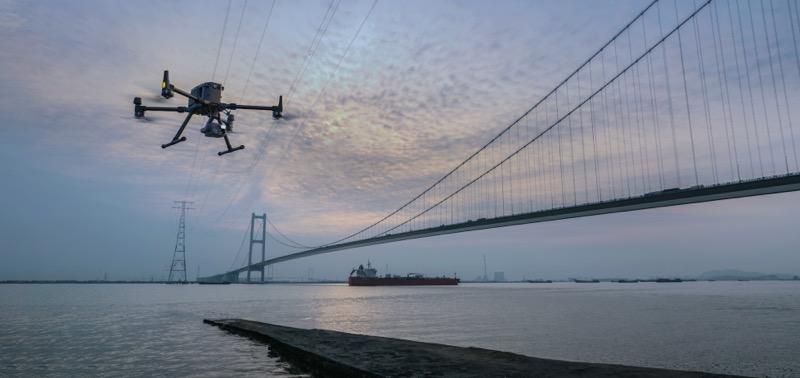 DJI lanza Matrice 300 RTK, el nuevo dron de uso industrial más avanzado - dji-m300-rtk-bridge-inspection