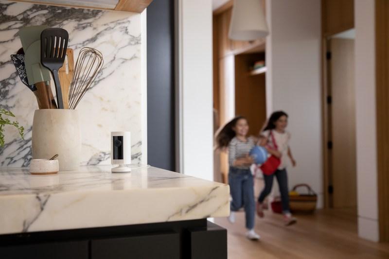 Ring Indoor Cam, cámara de Seguridad solo para interiores - ring-indoor-cam-1-800x533