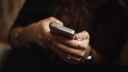 5 frases que te pueden escribir en una app de citas que te harán decir NEXT!
