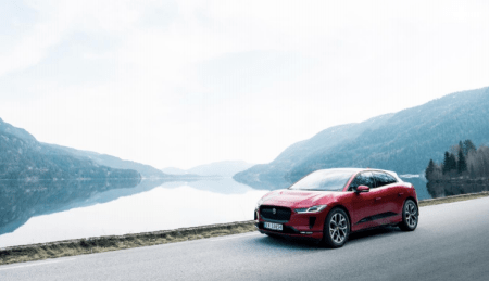 Jaguar Land Rover lanza proyecto de taxis de carga inalámbrica con Jaguar I-PACE