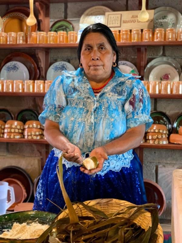 """Airbnb lanza, en conjunto con el Conservatorio de la Cultura Gastronómica Mexicana: """"Experiencias Online"""" - juanita-bravo-michoace280a0n-600x800"""