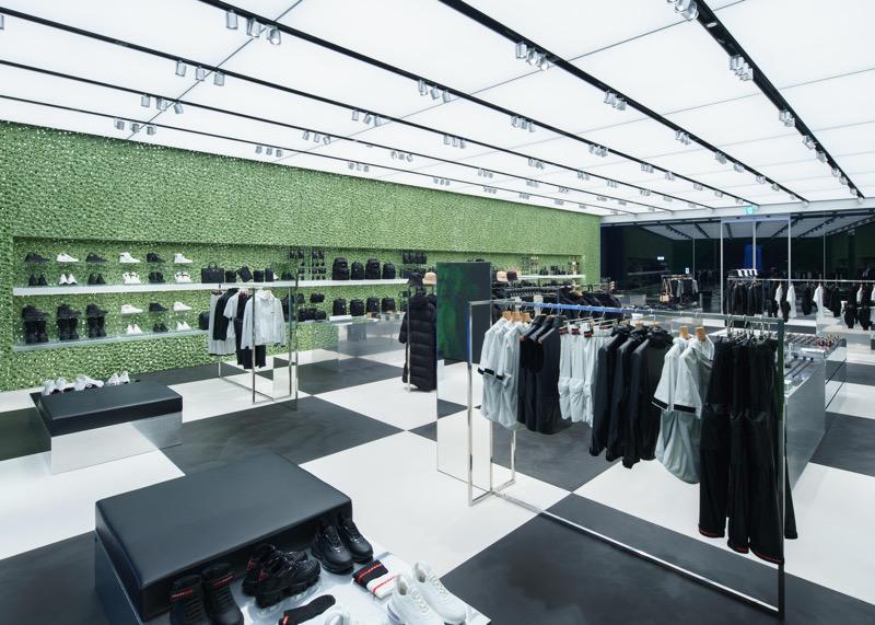 Prada inaugura nueva boutique en Tokio en Miyashita Park - prada-miyashita-park_01