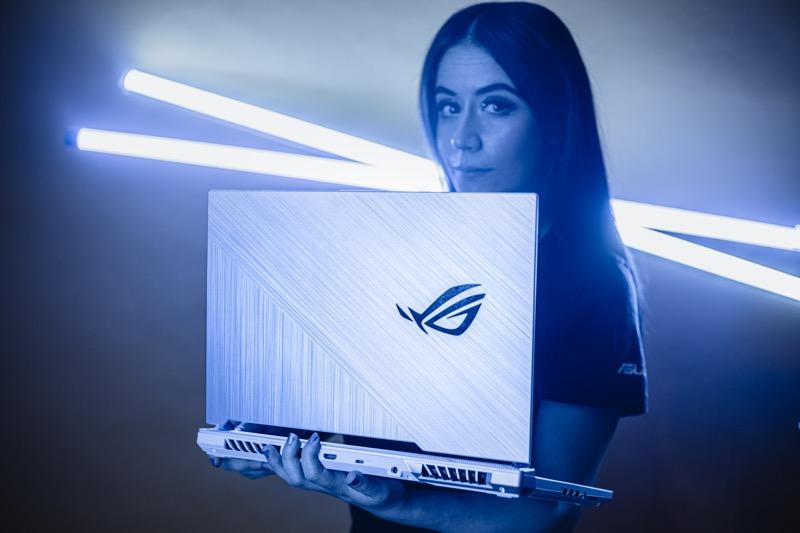Laptop gamer ROG Strix G15 Glacier Blue HAPPY edition llega a México - rog_strix_g15_glacier_blue_happy-800x533