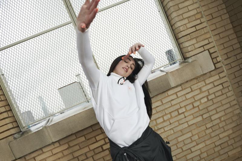 adidas by Stella McCartney campaña diseñada por y para mujeres agentes de cambio - adidas_stella_mccartney_lourdes-leon_workout_-wardrobe_black_and_white