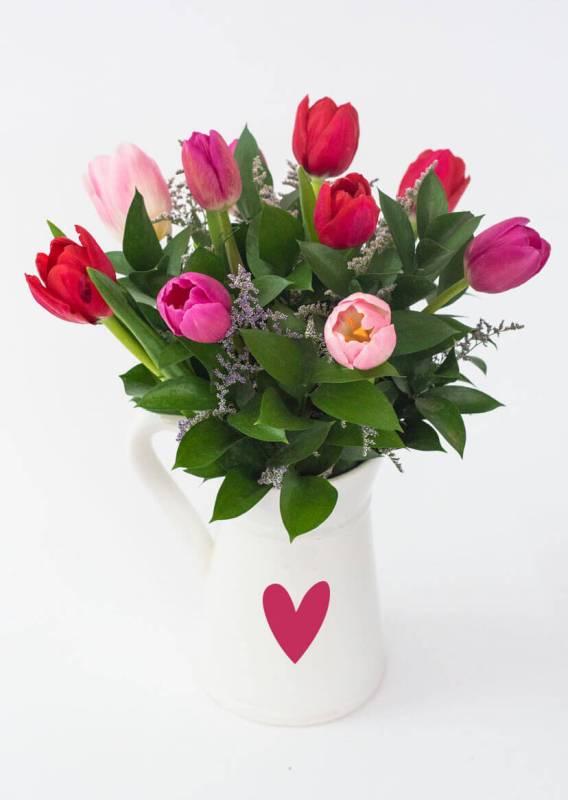 Las mejores flores para regalar o para decorar tu propio espacio - tulipanes-azap-flores-1-568x800