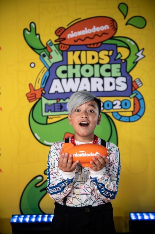 Ganadores de los Kids' Choice Awards México 2020 - kids-choice-awards-mexico-2020_kca-mexico-2020-alfombra-naranja-chino-lemus019-533x800