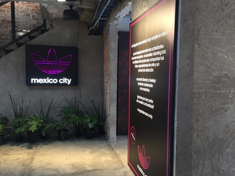 adidas Originals Flagship Store presenta experiencia Wrap the Bells: estación de envoltura de regalo personalizada - flagship-store-mexico-city-de-adidas-originals_tienda-800x600