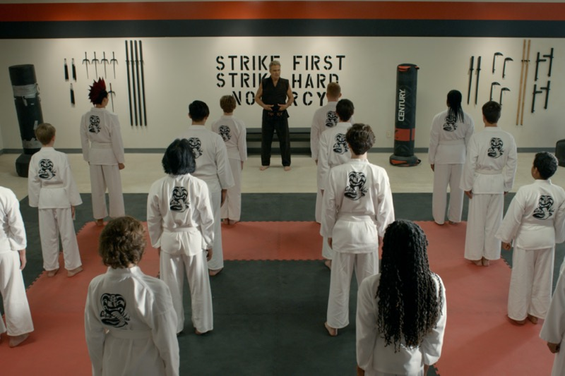 Netflix revela las primeras imágenes de la tercera temporada de Cobra Kai - tercera_temporada_cobra_kai_cobrakai_episode2-800x533