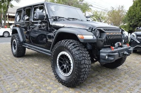 Cobra Kai: Los 5 autos de la serie que puedes comprar en Mercado Libre - mercado-libre-cobra-kai-jeep