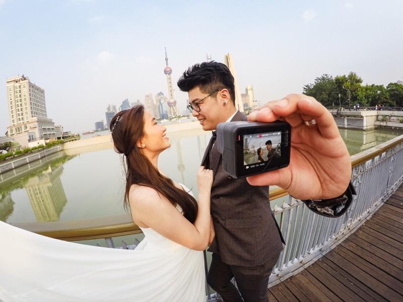 ¡Inspírate con estas ideas para tomarte una gran foto en San Valentín! - regalo-amor-y-amistad-adam-lee-travis-loh-koo-chee-cheng-g0190786-master