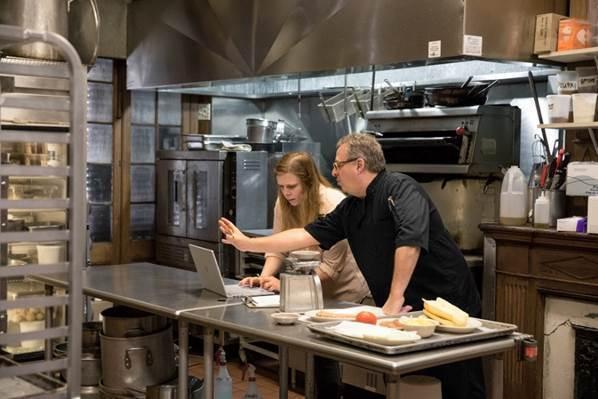 Microsoft Surface ayuda a la transformación digital de la industria restaurantera - microsoft-surface-transformacion-digital-industria-restaurantera-1
