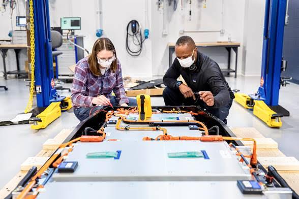 Ford desarrolla un nuevo centro global de baterías: Ford Ion Park