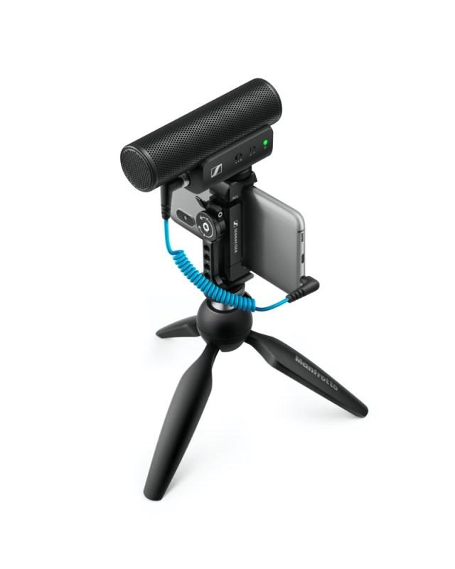 Sennheiser lanza MKE 400: micrófono para grabar audio profesional con smartphones o cámaras portátiles - mke-400-mobile-kit-product-shot-cutout-built-640x800