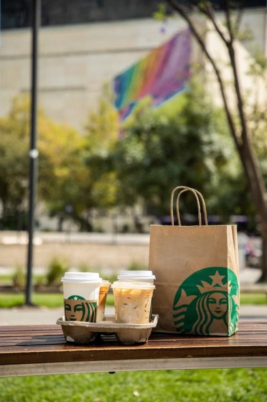 Starbucks Delivers revela semana de promociones a través de DiDi Food, Rappi, Uber Eats y WOW+ - starbucks-delivers-533x800