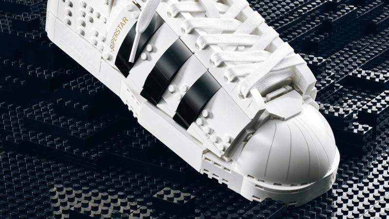 adidas Originals y LEGO lanzan silueta Superstar edificable con ladrillos de LEGO - adidas-superstar-lego-brick-shoe-5