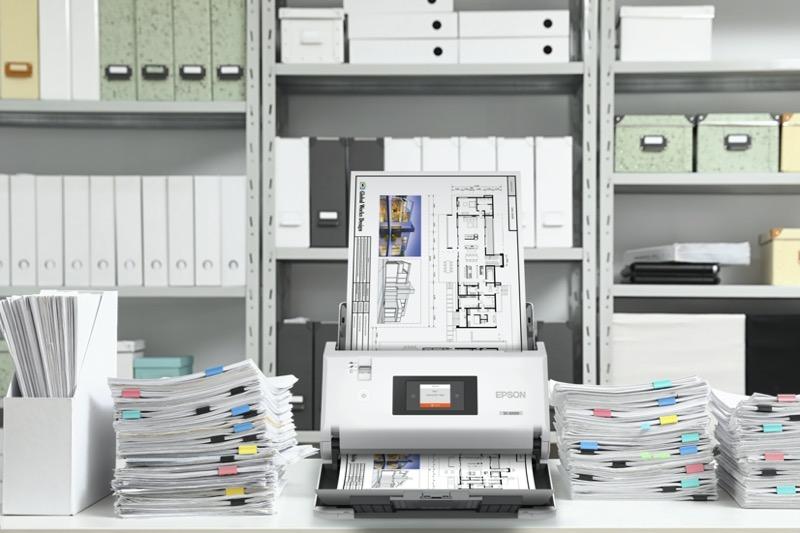 Epson presenta dos nuevos escáneres de documentos de gran formato - escaner-epson-ds-32000-lifestyle-02