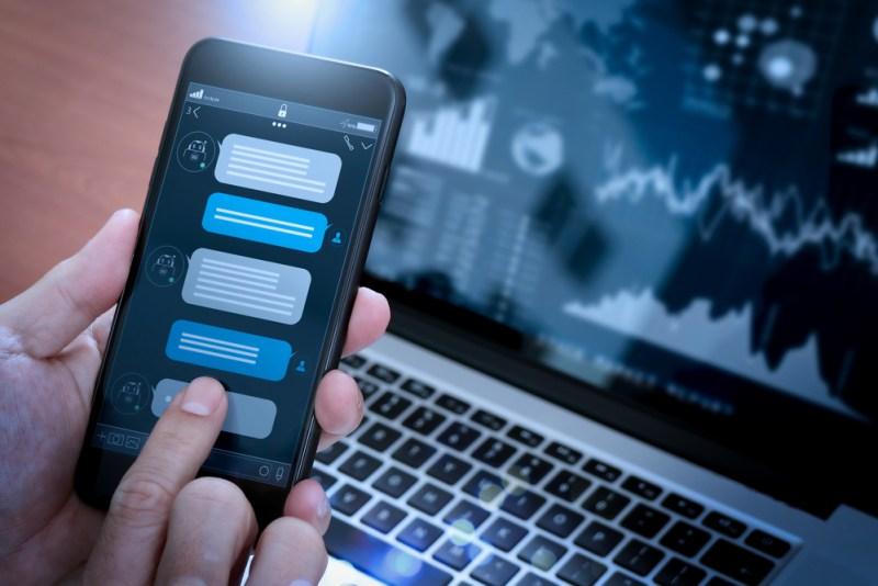 11 mandamientos que pueden ayudar a tu empresa a migrar al mundo digital - chatbot-800x534