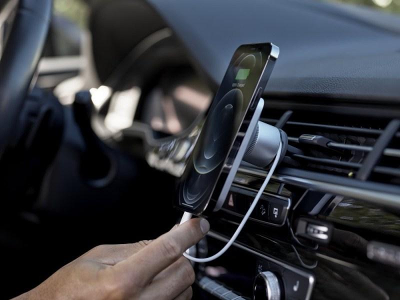 ¿Cargar dispositivos sin cables? conoce acerca de la tecnología MagSafe - magsafe-tecnologia-magnetica-apple-2-800x600