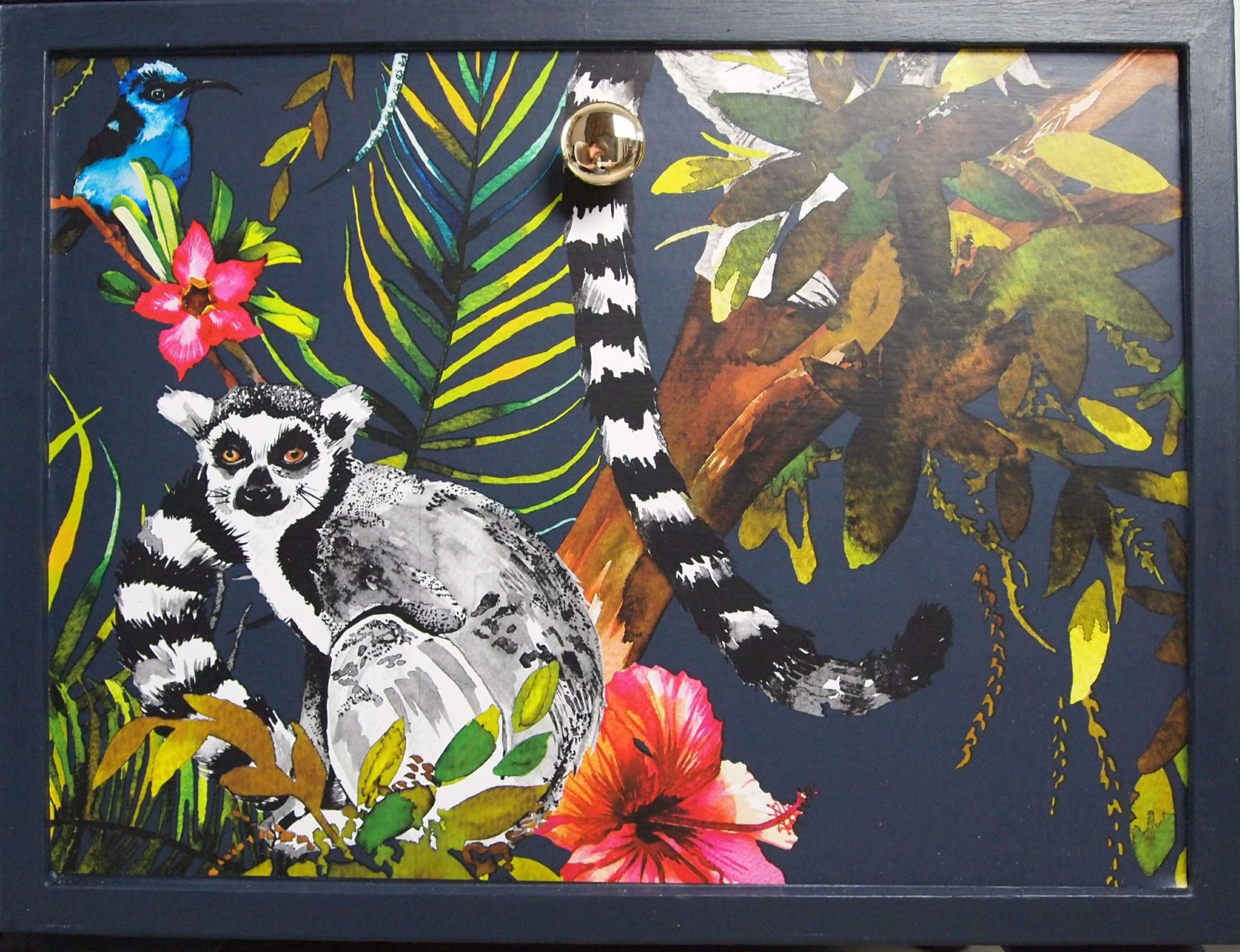 Lemur bedside table