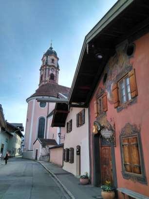 Ballenhausgasse Geigenbaumuseum und Kirche
