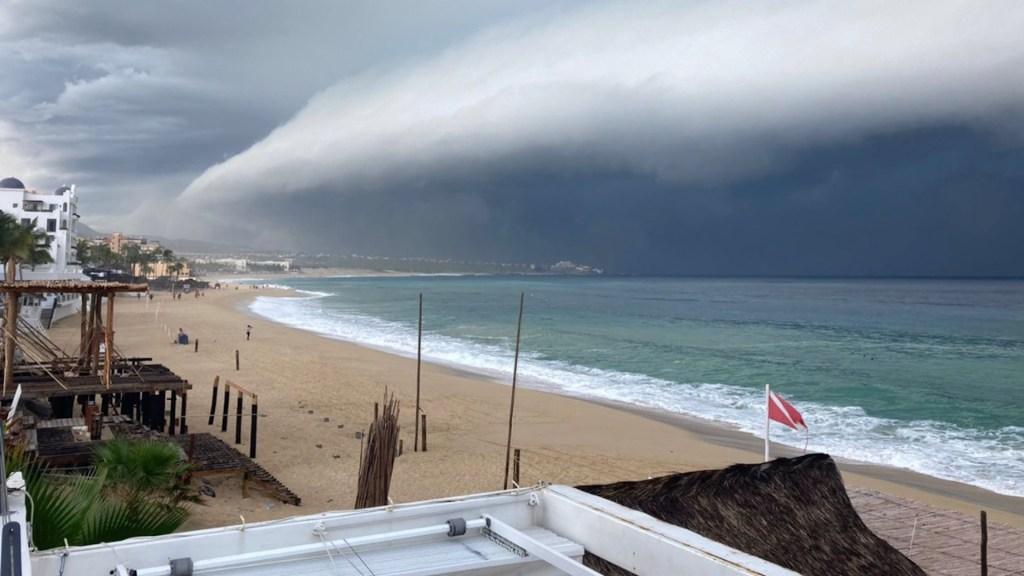Olaf toca tierra en San José del Cabo como huracán categoría 2