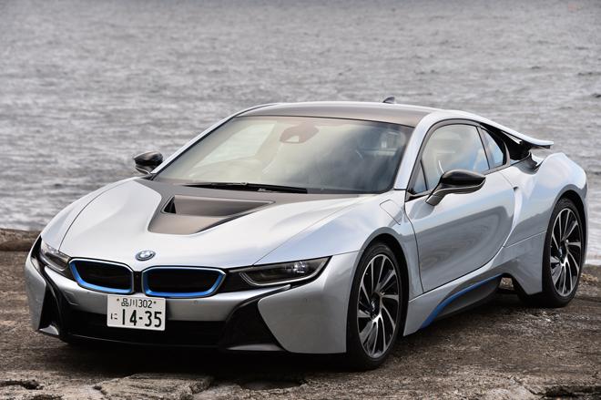 「BMW i8」は、BMWの新しいサブブランド「BMW i」からリリースされる、プラグインハイブリッドのスポーツカー。日本では2013年11月にデビューした。
