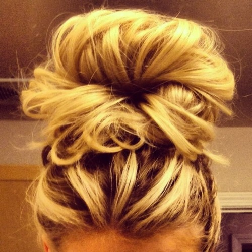 Try this. 2 elastics. 1 at the scalp – high pony second at the end of the hair.