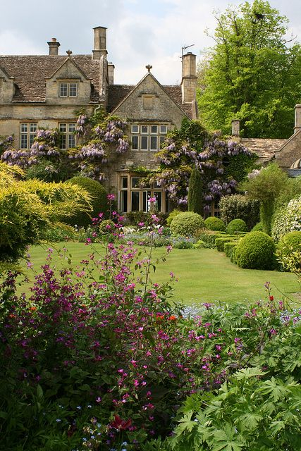 Rosemary Verey, BARNSLEY HOUSE GARDENS SPRING, Gloucestershire, loved having lunch with her when she was l