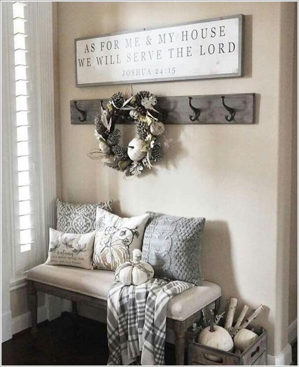 10 Chic Ways to Decorate Your Entryway Wall 2