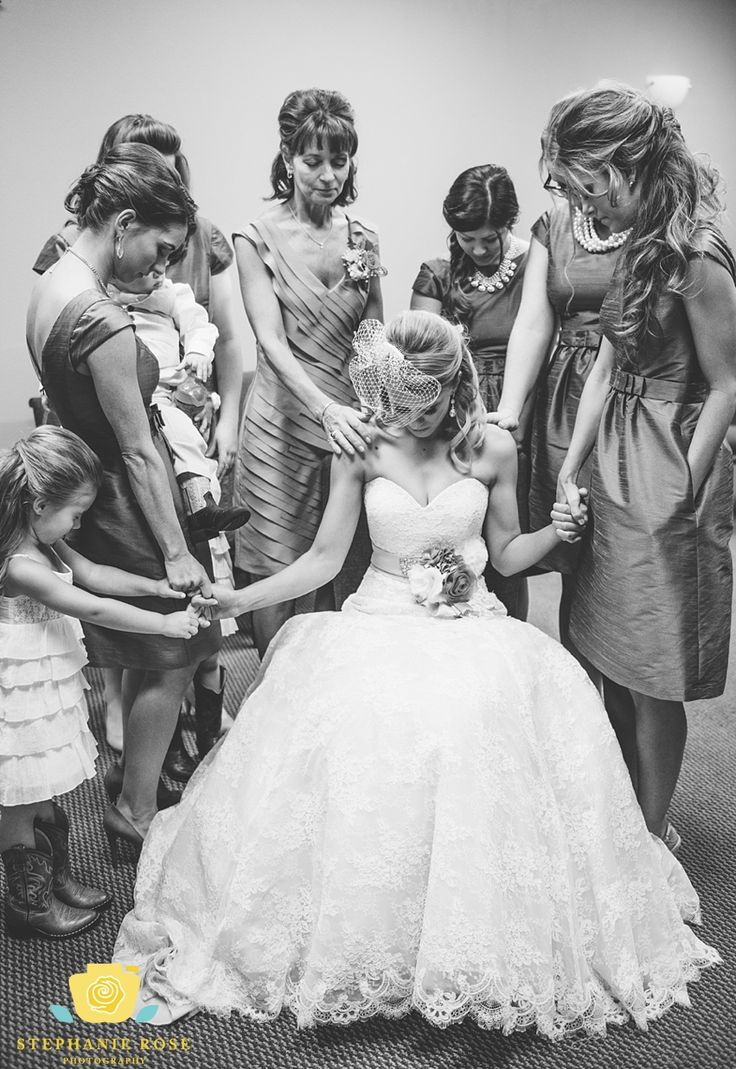 Sweet moments before the wedding ceremony!