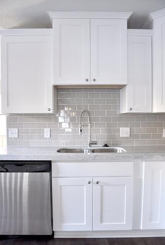 Love the Smoke grey glass subway tile with the white shaker cabinets. www.subwayti