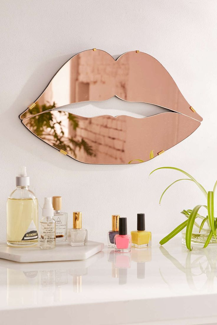 Lips Mirror – Urban Outfitters