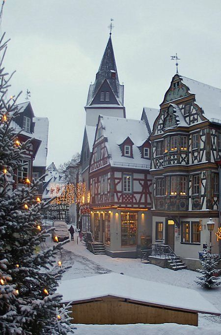 Idstein at Christmas time – Hesse, Germany (by Lutz Koch)