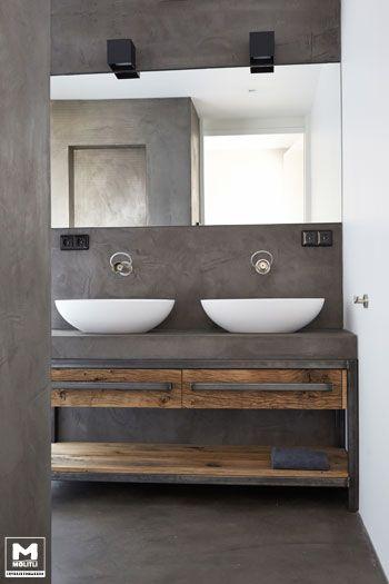 Trots op dit, door ons ontworpen en gemaakte, badkamermeubel. Staal, betonstuc en