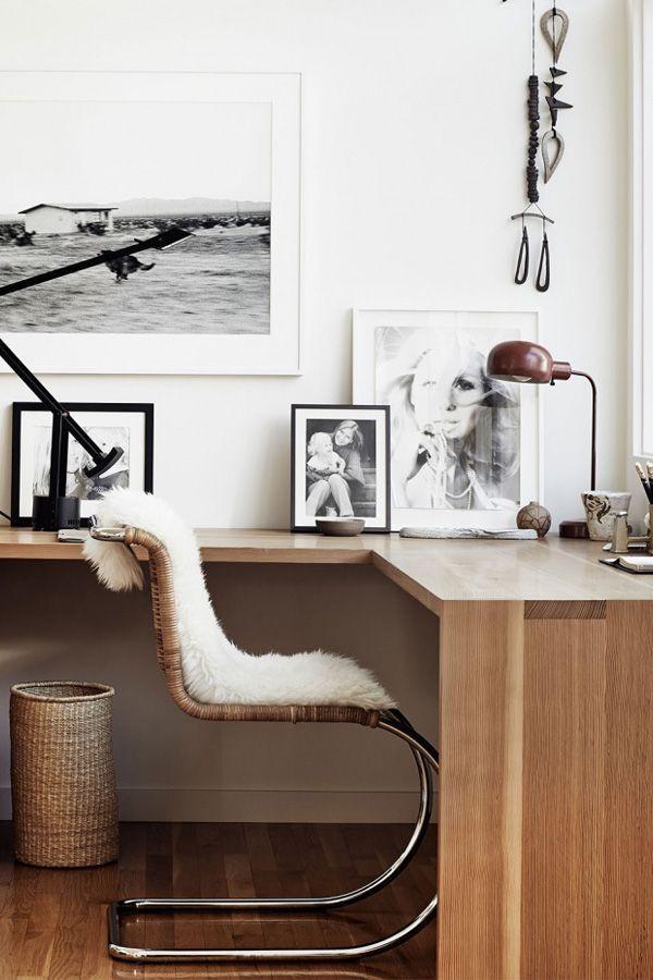 Amazing office, simple and modern. Modern office decor.Discover more home office d