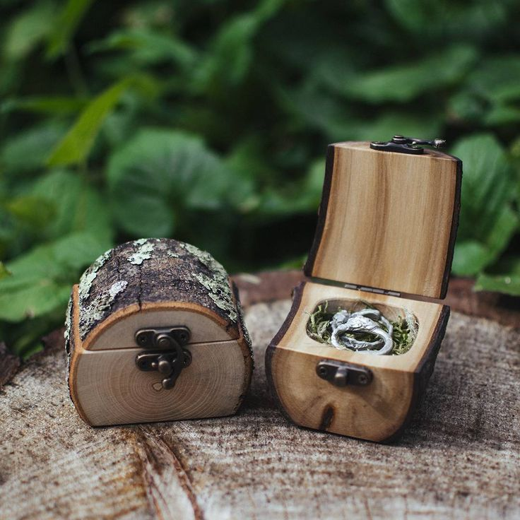 Natural Wood Log Ring Box by Jaccob McKay Studios, Melbourne Great for forest wedd