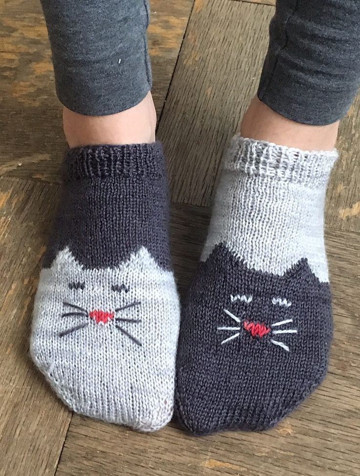 Free Knitting Pattern for Yinyang Kitty Socks – Toe-up ankle socks with a kitty ch