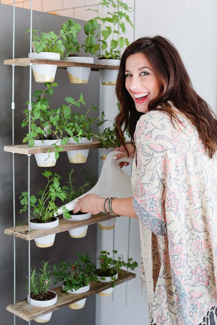 Make this Custom Potted Hanging Herb Garden. An easy DIY for your home made from pallet wood and inexpensive terra cotta pots! –