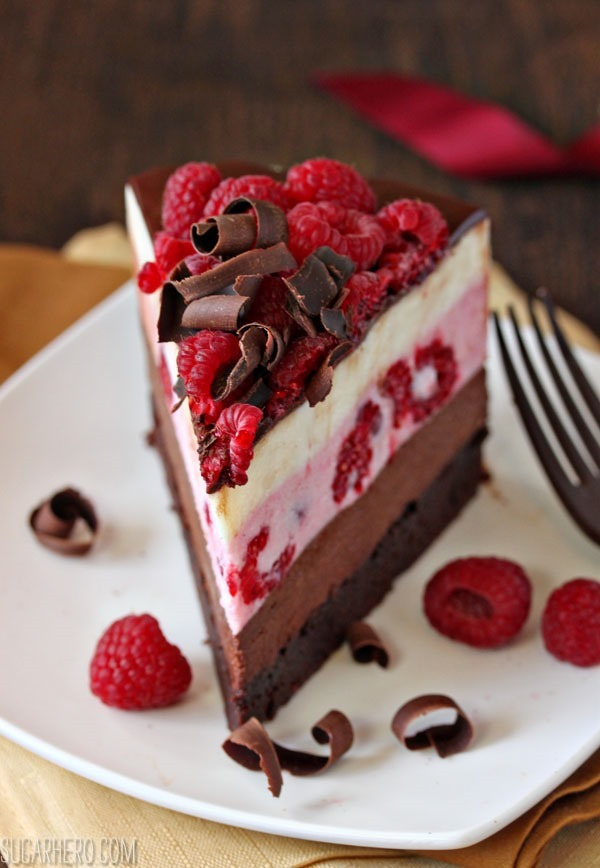 Chocolate Raspberry Mousse Cake – such an elegant dessert and just perfect for the holidays! #cake_recipes_fruit