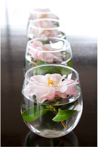 Float individual blooms in glass cups for an easy, modern centerpiece. 10 Easy And Affordable Ideas For Party Decor   Lovelyish