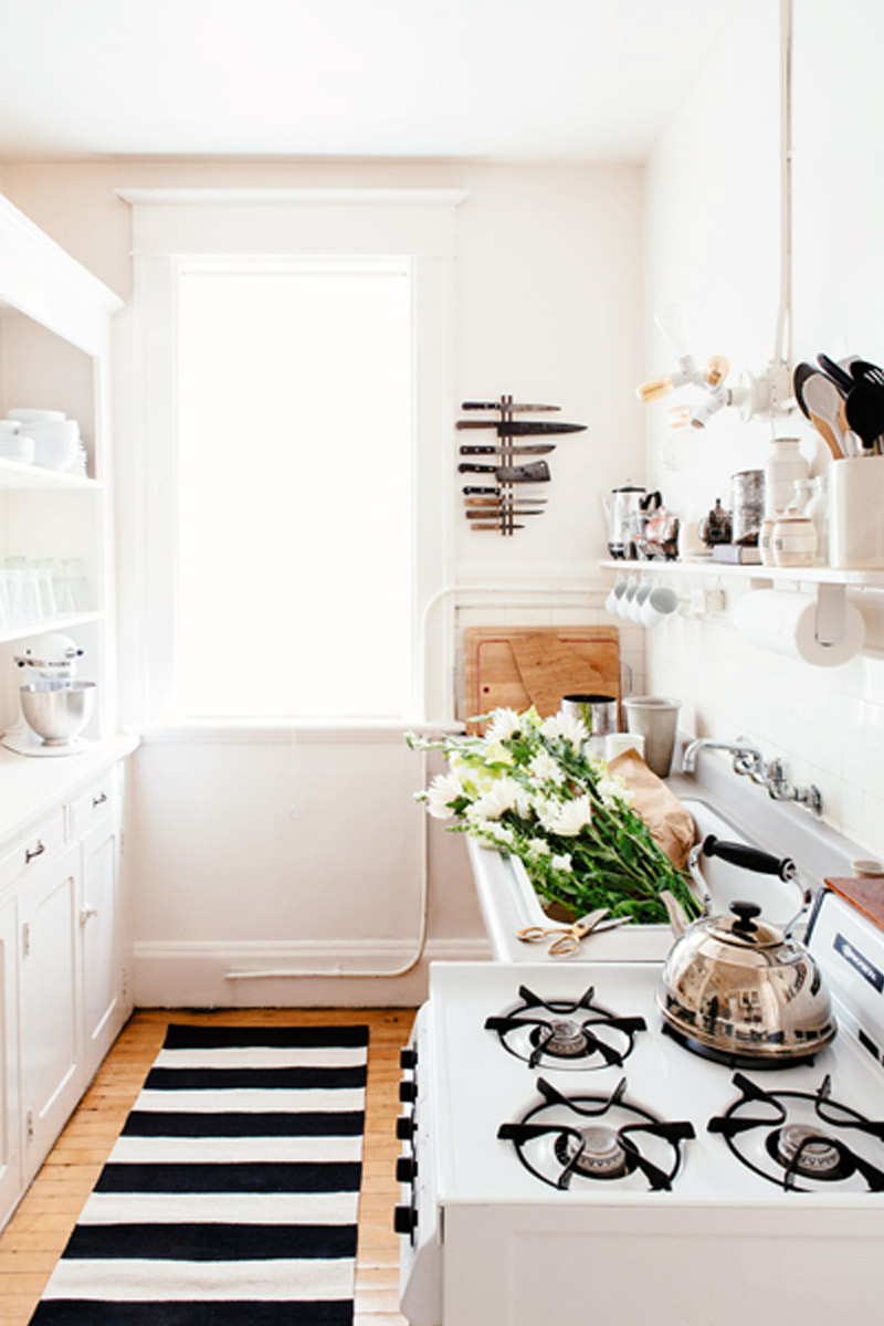 The Single Girl's Guide to Not Wasting Food via @domainehome