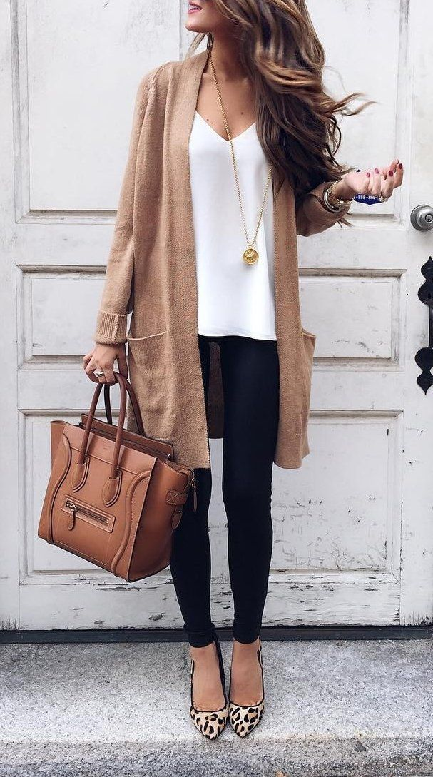 Awesome 50+ Best Fall Outfit For Women https://fashiotopia.com/2017/06/14/50-best-fall-outfit-women/ Accessorize with good jewelry