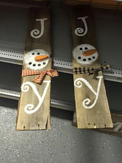 Christmas Decor Made From Pallets
