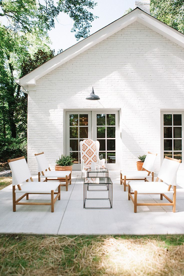 An open & airy outdoor patio   Image via Style Me Pretty